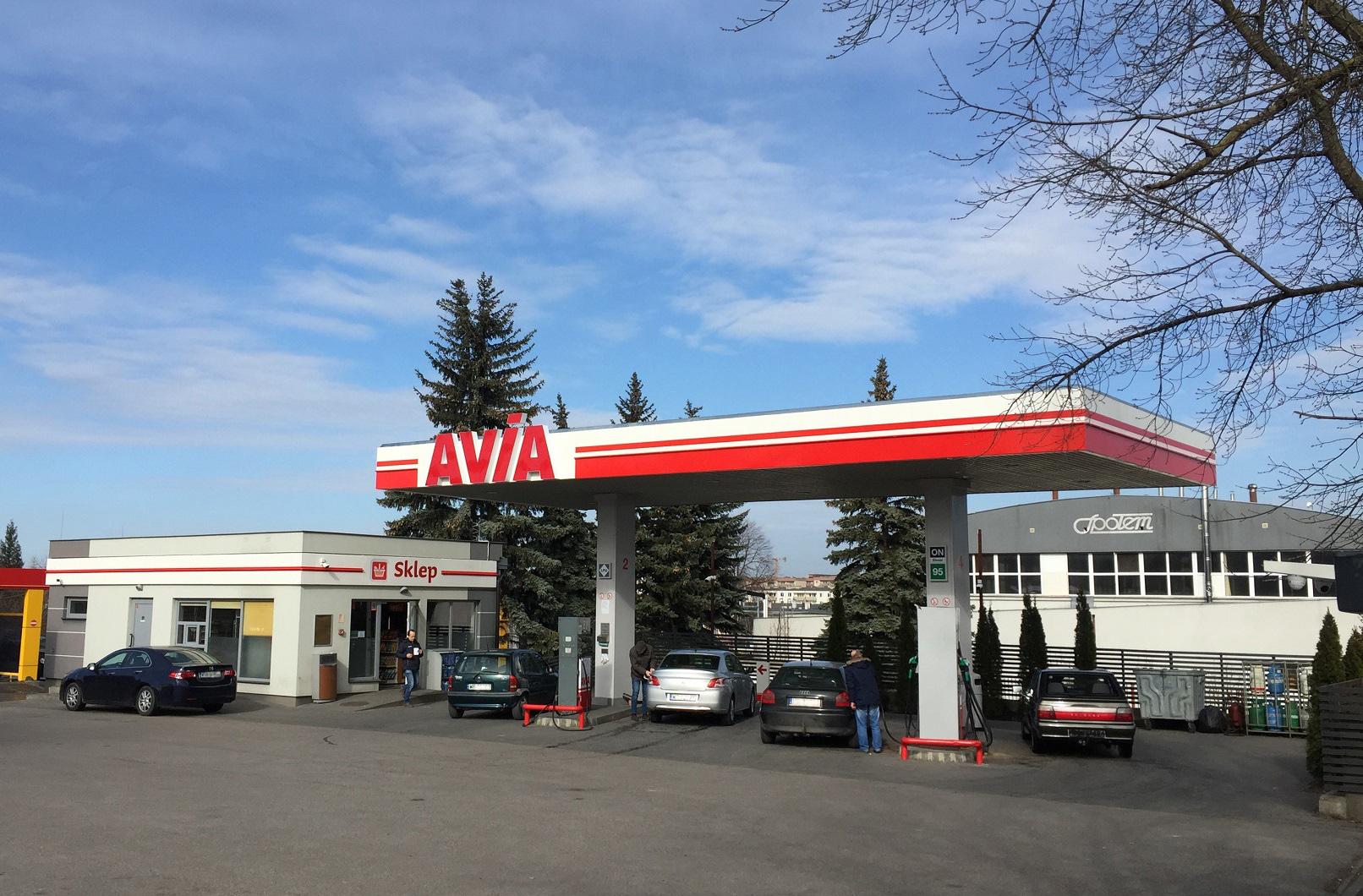 Kolejne stacje paliw działają w barwach AVIA