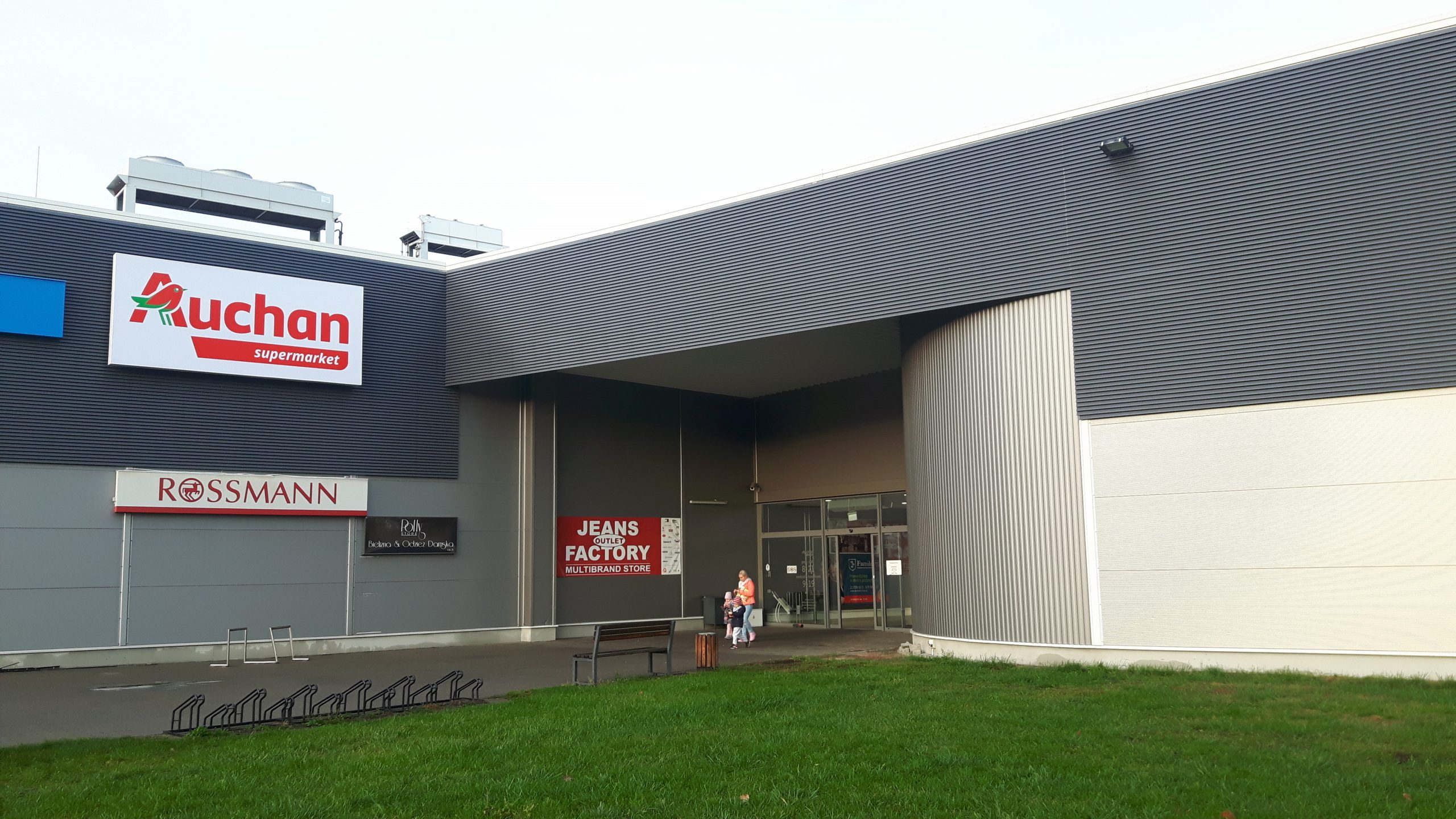 Dwa nowe otwarcia sklepów franczyzowych Auchan Supermarket