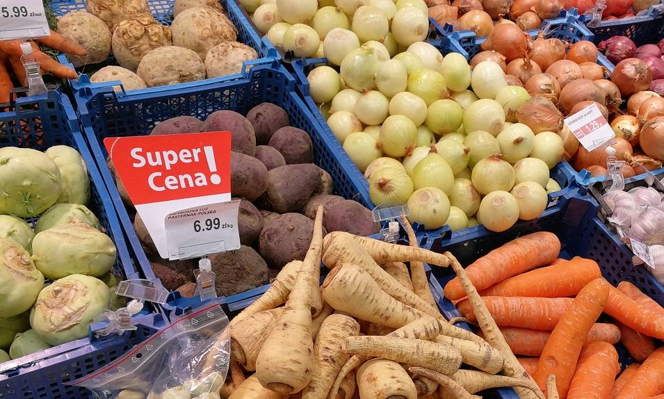 Polacy oczekują więcej promocji na owoce i warzywa