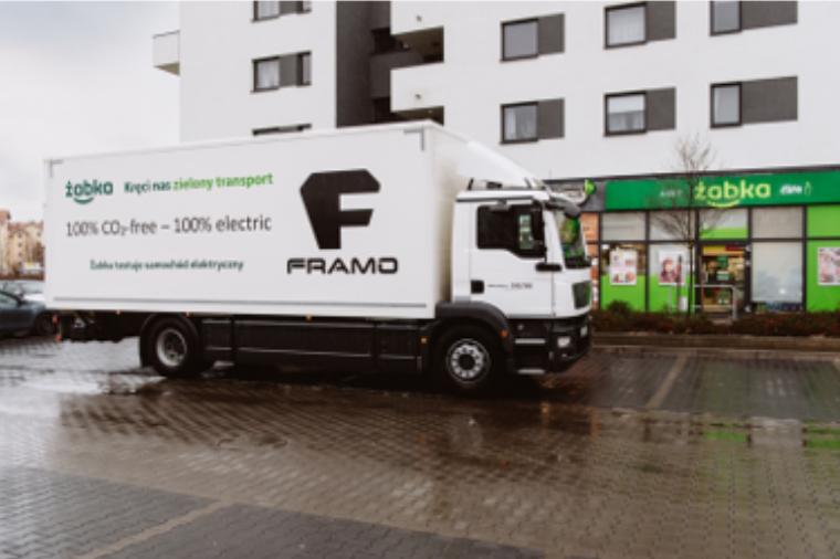 Żabka i Poczta Polska testują elektryczną ciężarówkę