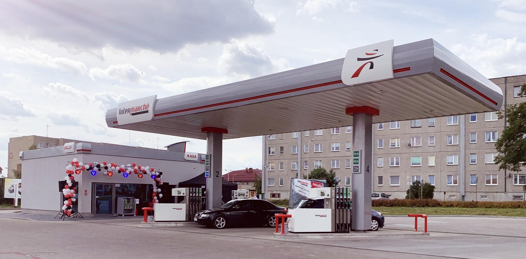 66. stacja paliw z szyldem Intermarché