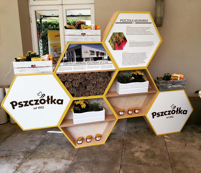 """Zainaugurowano akcję """"Bee smart – ratujmy pszczoły"""""""