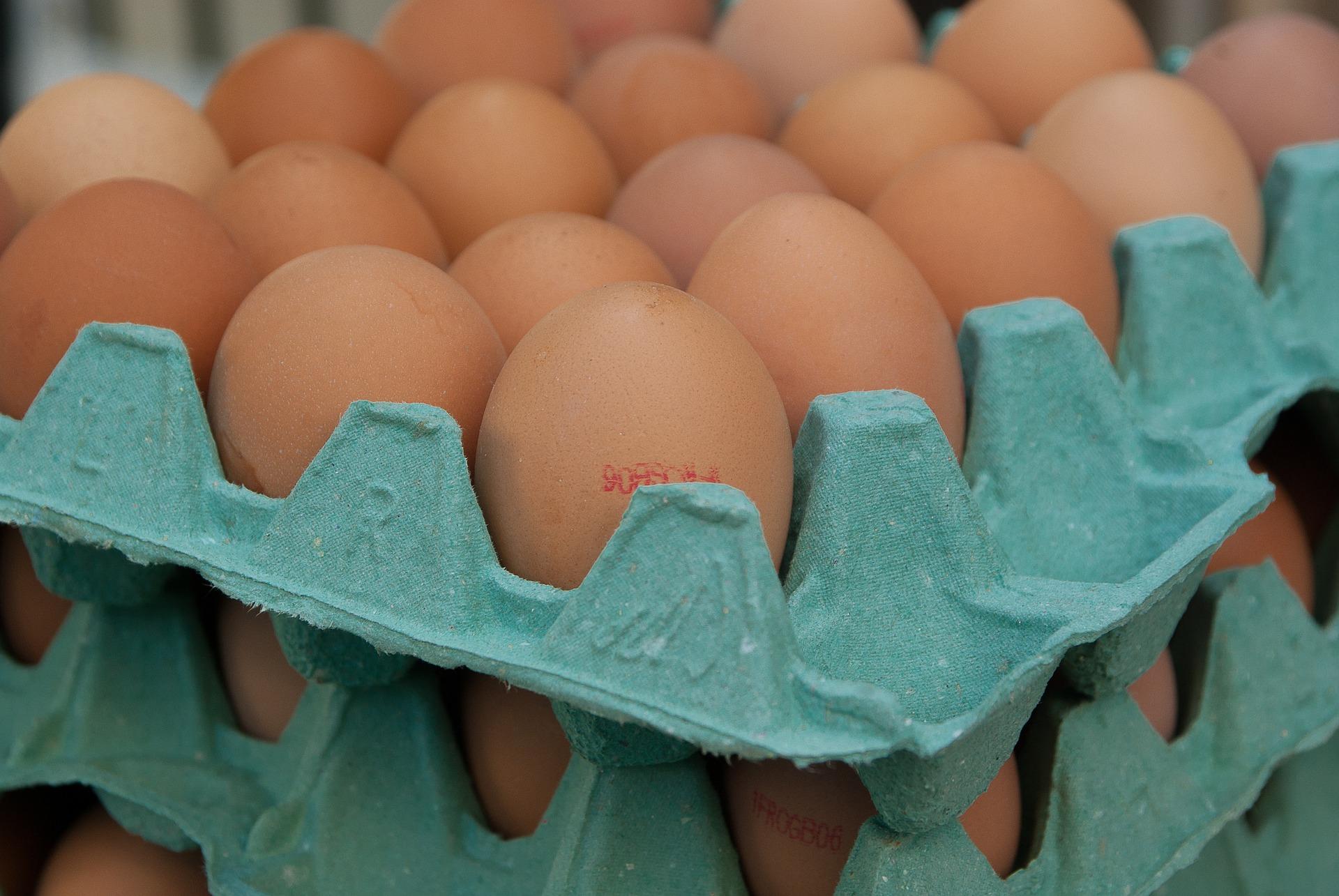 Jaja z chowu klatkowego nadal popularne
