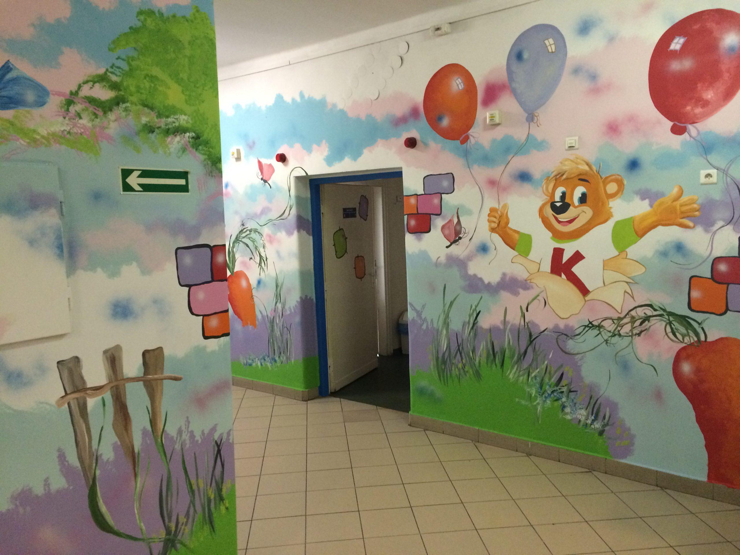 Kubuś maluje oddziały dziecięce w szpitalach w całej Polsce