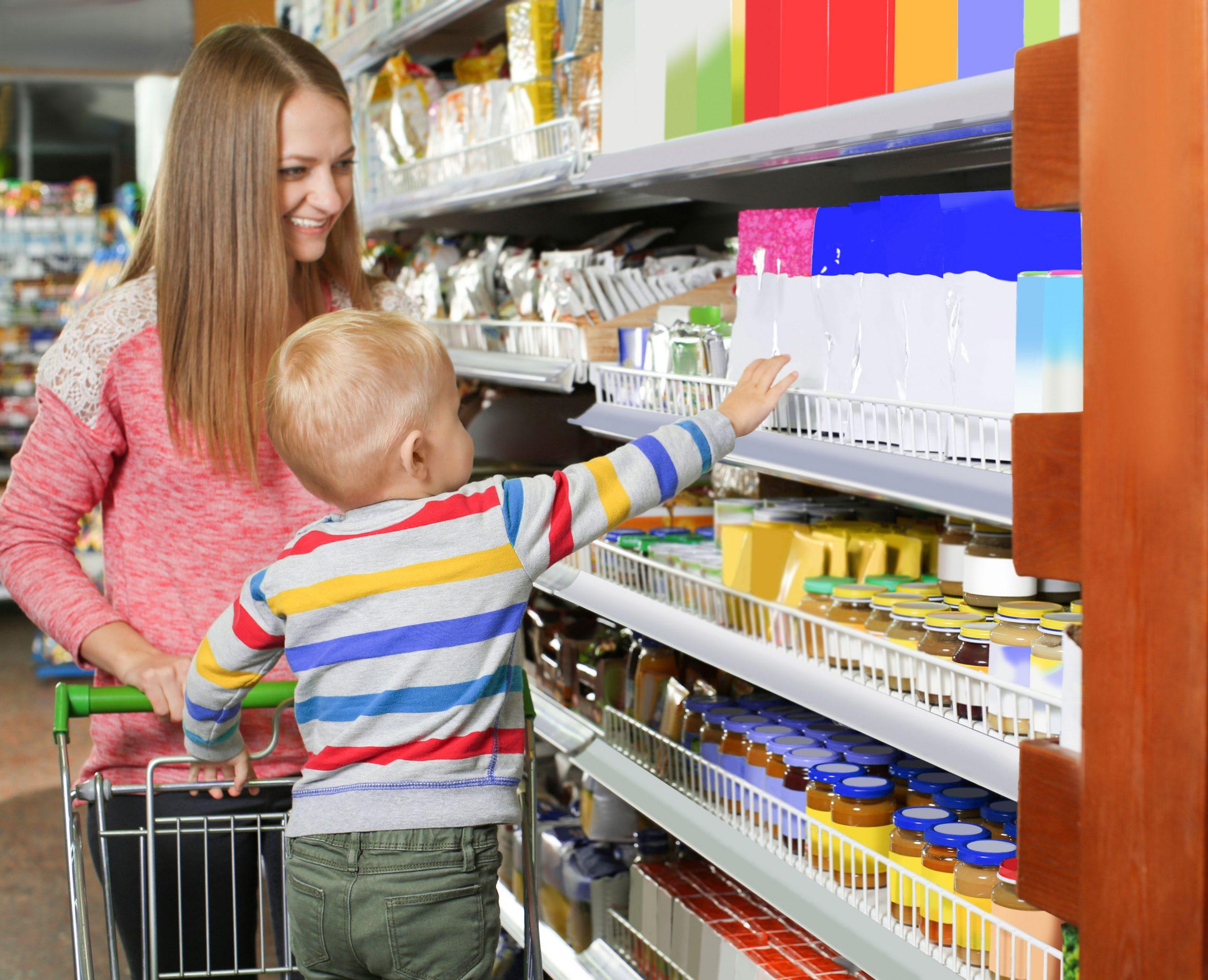 Mama w sklepie: słucha dziecka i lubi sprawdzoną ofertę
