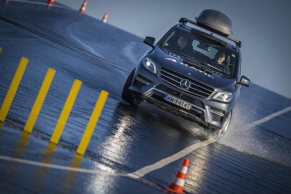 Mercedes-Benz szkoli kierowców