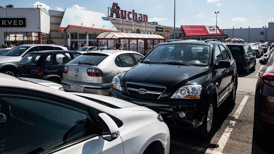 Sieci zbierają dane o klientach na parkingach