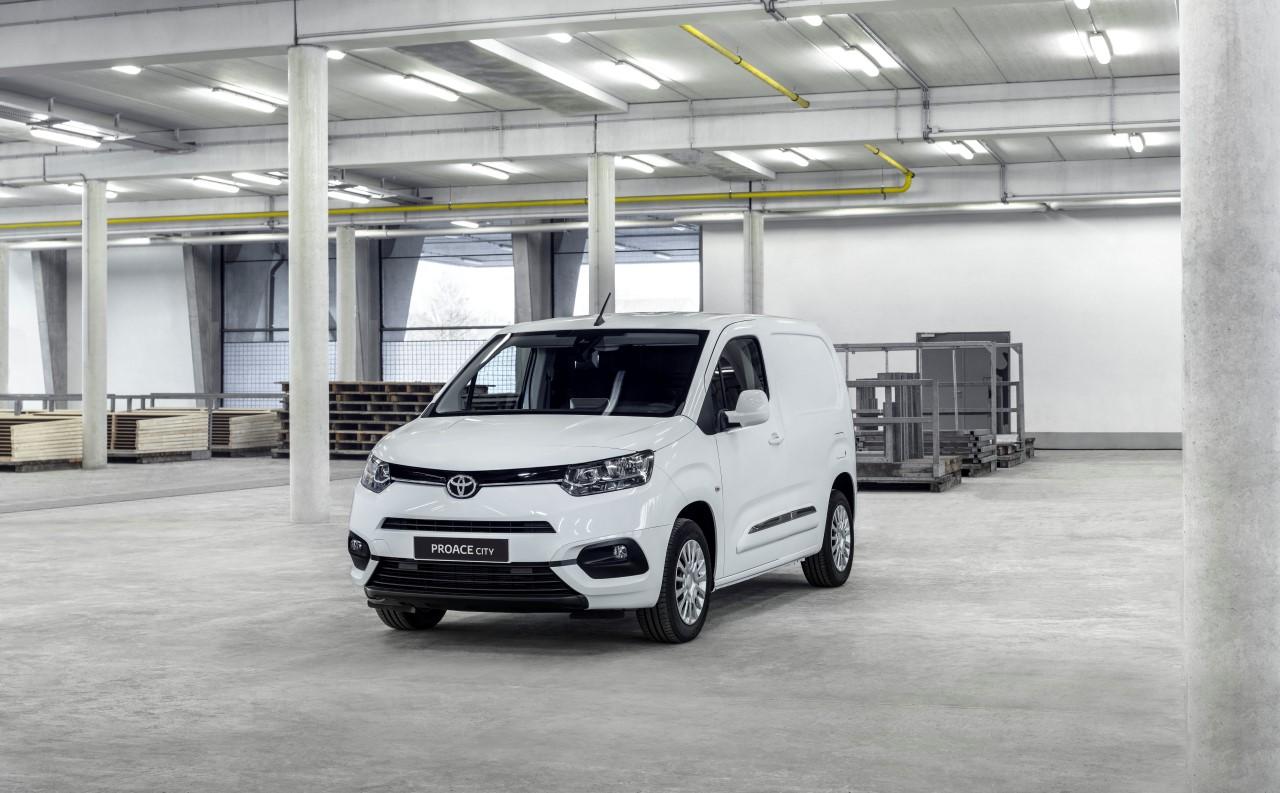 Kompaktowy samochód dostawczy PROACE CITY – nowość w gamie Toyoty