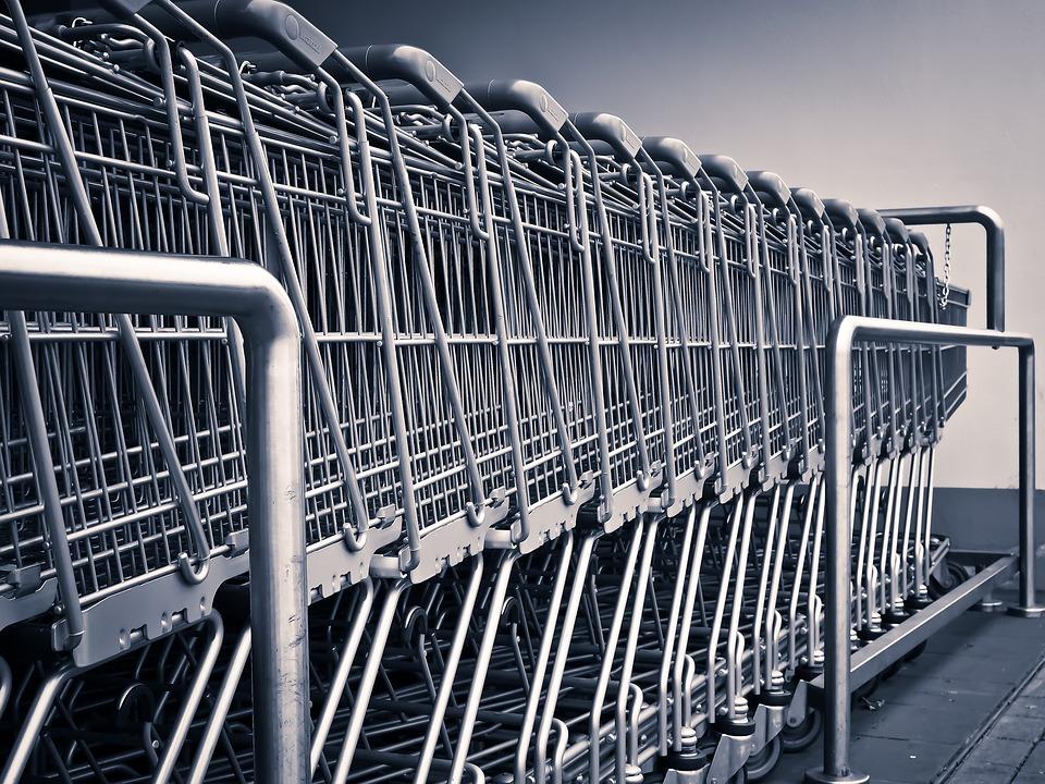 Handel w niedziele: Prace zawieszone do września