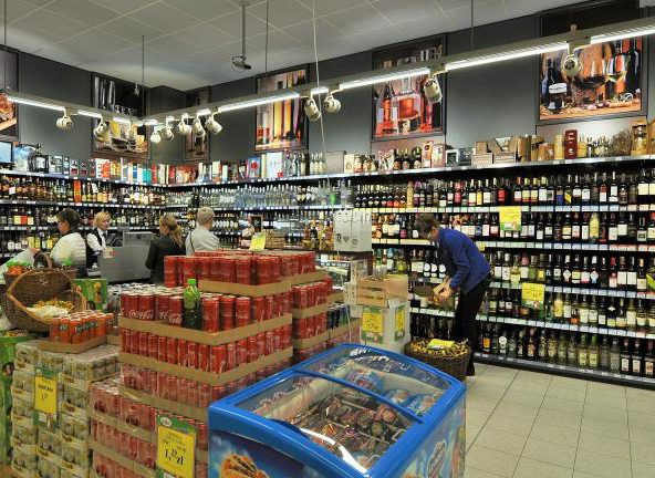 Rząd przyjął projekt podwyżki akcyzy na alkohol i tytoń