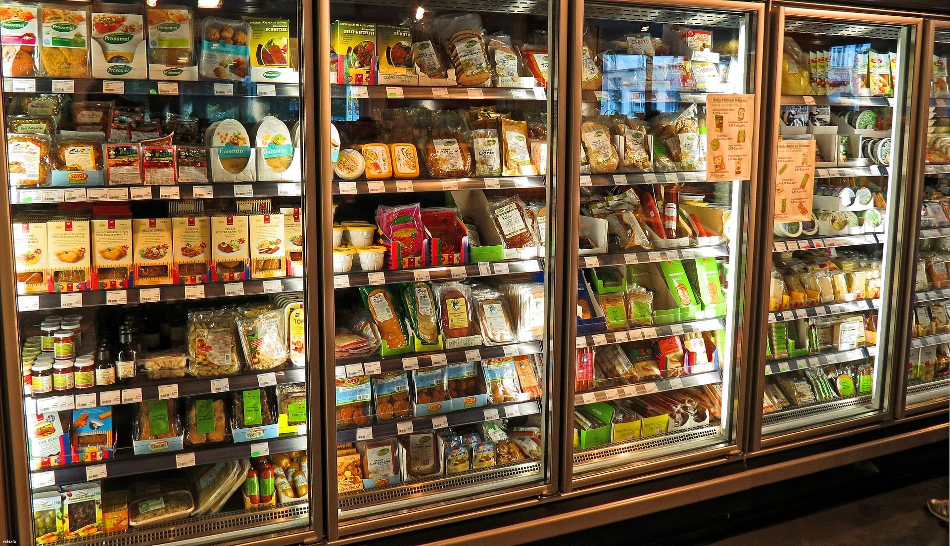 Polacy przy lodówkach – jak kupują nabiał i mrożonki?
