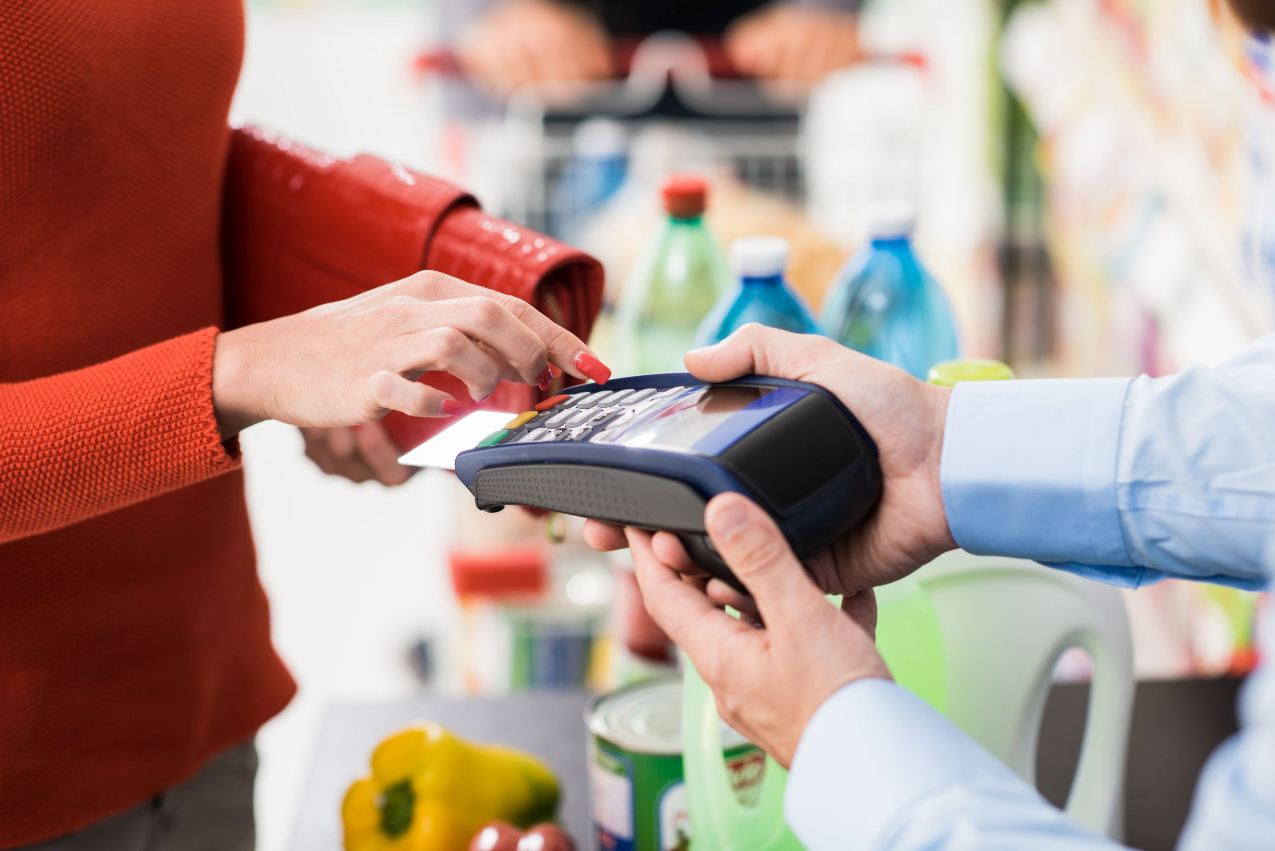 Płatności kartą za drobne zakupy