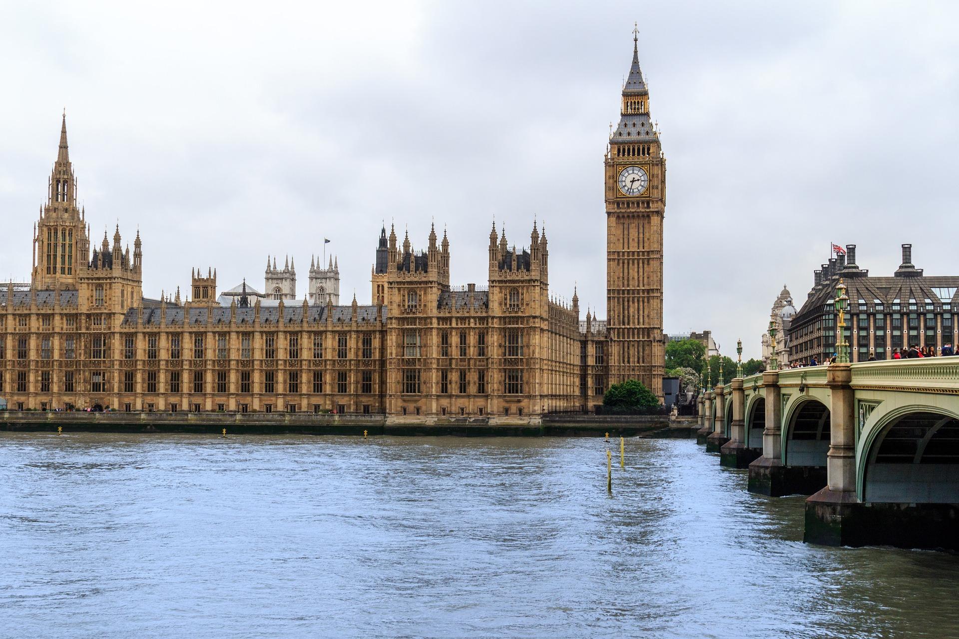 Londyn walczy z rajami podatkowymi