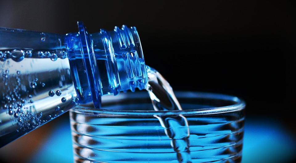 Sprzedaż wody czystej w sklepach małoformatowych w 2020 r.