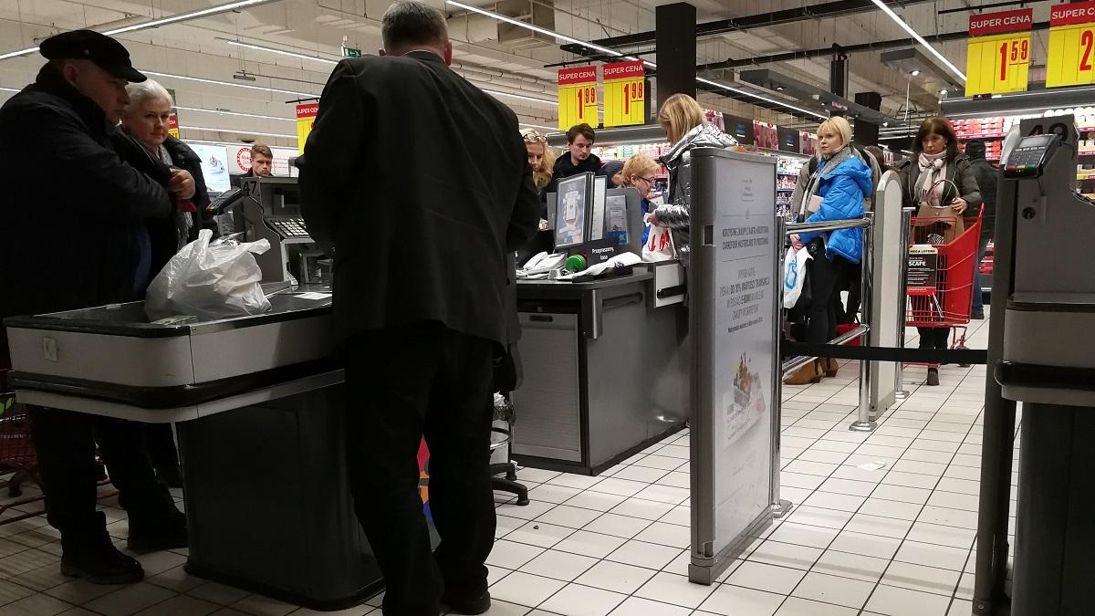 Niedzielny zakaz handlu chwalony przez kasjerki