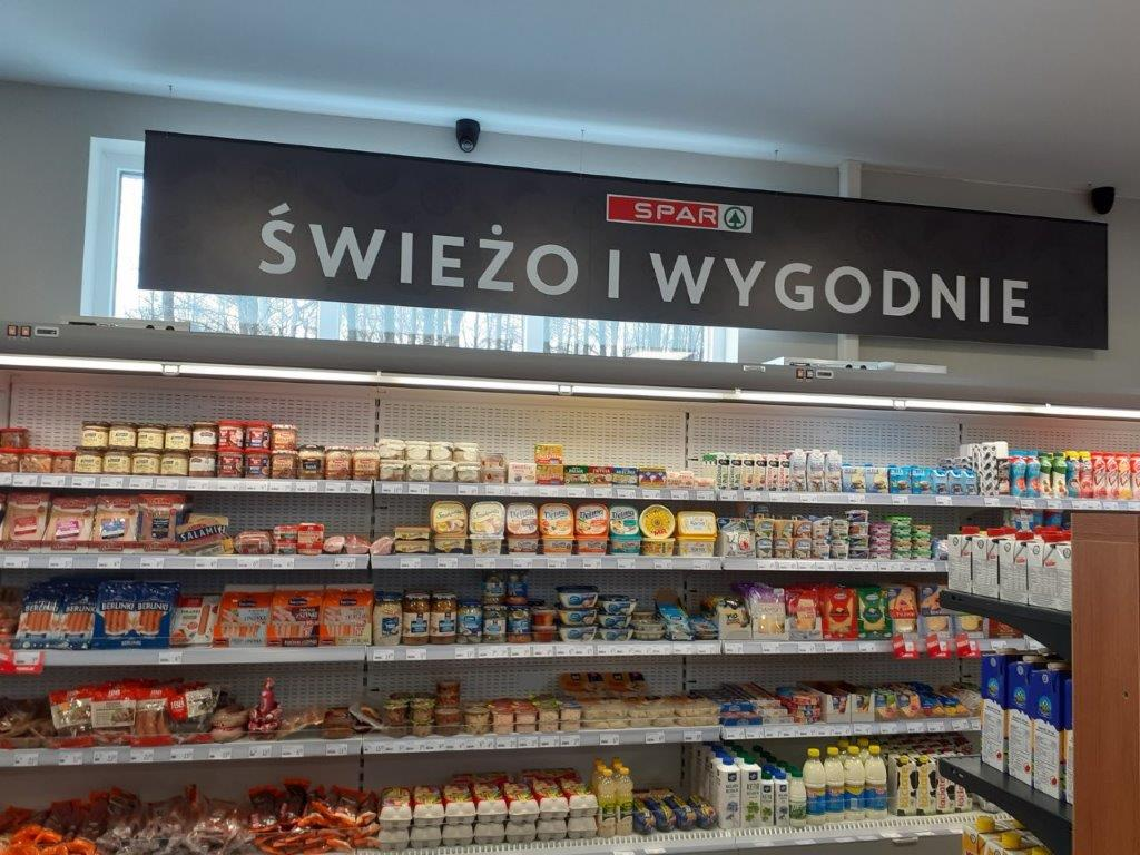 Sieć SPAR montuje panele pleksi w sklepach