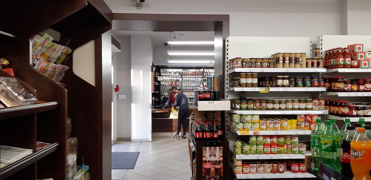 CMR: Październik w sklepach małoformatowych