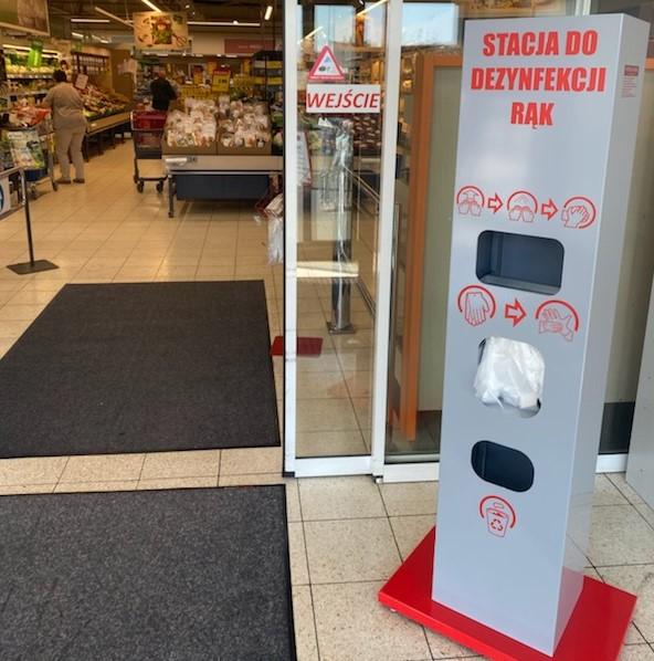 Stacje dezynfekujące w sklepach Intermarché i Bricomarché