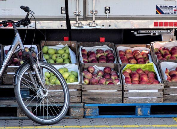 Pandemia zachwiała cenami owoców