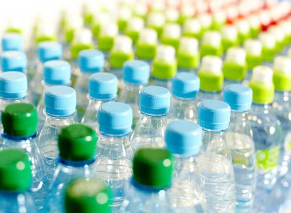 Plastikowe butelki będą objęte kaucją zwrotną