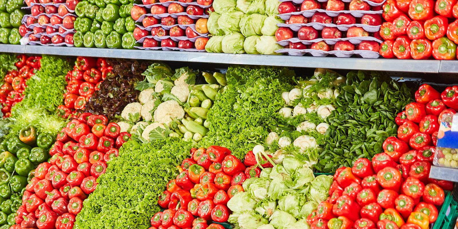 Polscy konsumenci niechętnie kupują gorzej wyglądające owoce i warzywa