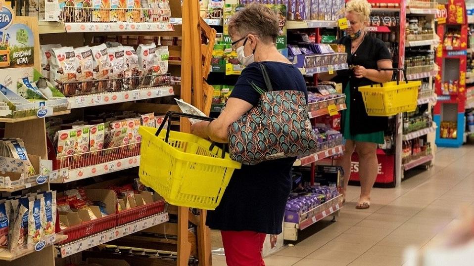 Zmniejsza się liczba klientów bez maseczek