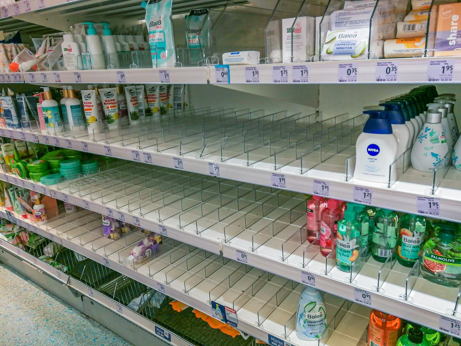 Niemcy kupują więcej papieru toaletowego i mydła