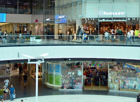 Eksperci spodziewają się szybkiego powrotu klientów do centrów handlowych