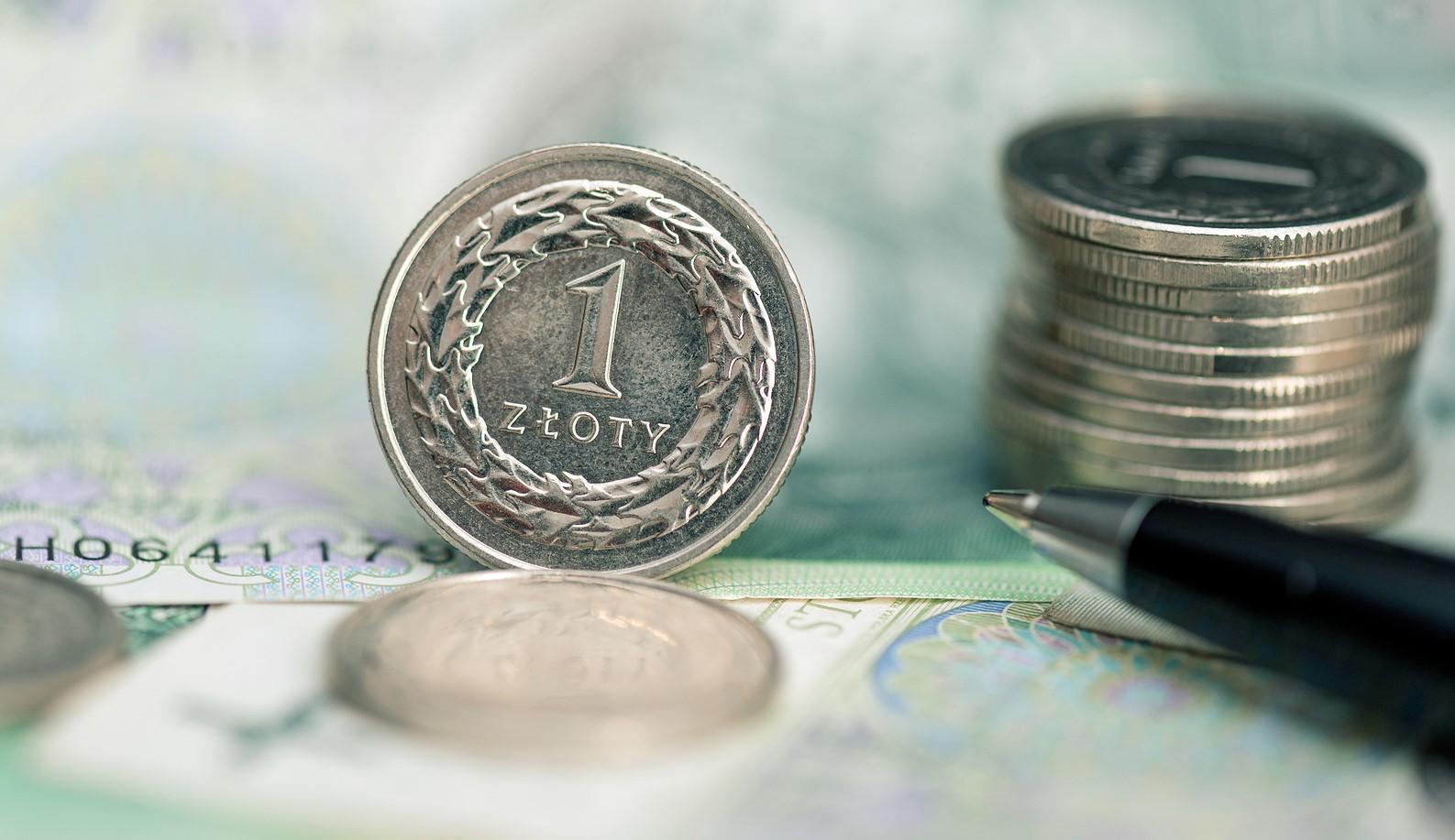 Polacy lepiej oceniają swoją sytuację niż stan gospodarki