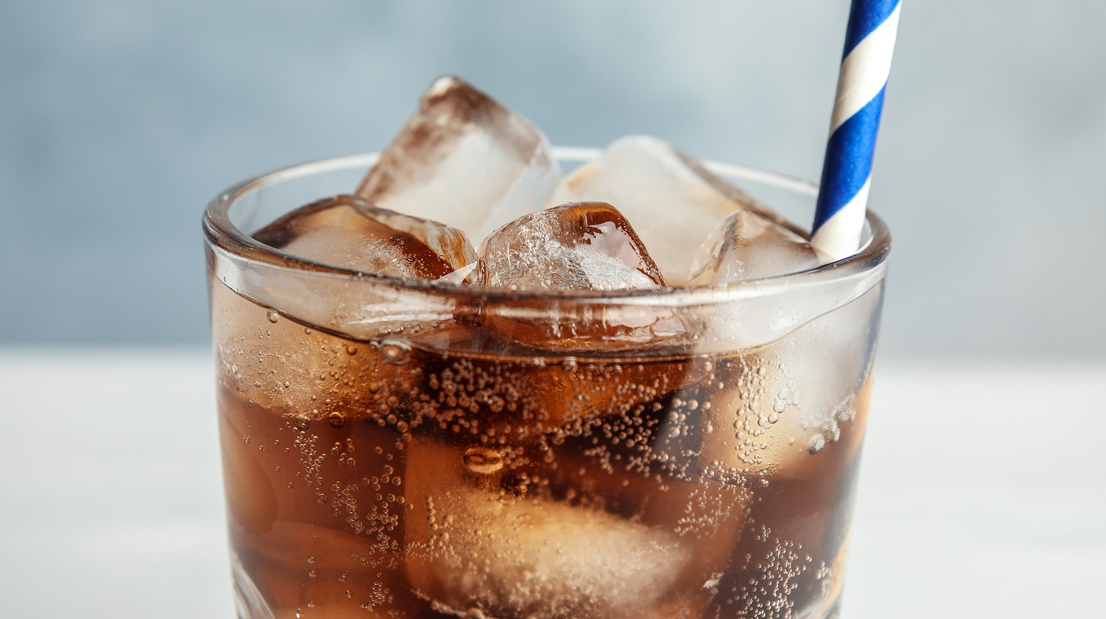 Podatek cukrowy: w małych sklepach ceny rosną wolniej
