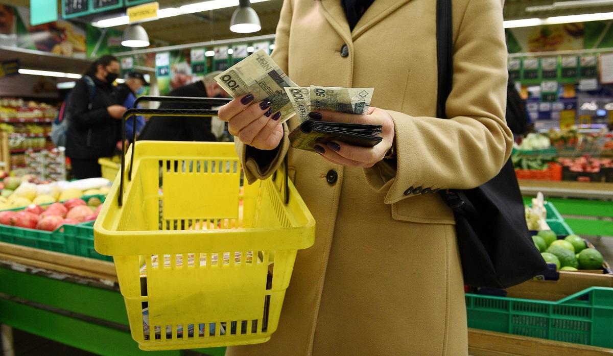 Polacy na wielkanocne zakupy spożywcze wydadzą średnio 300-400 zł