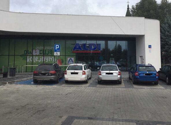 Operator parkingów przy dyskontach ukarany przez UOKiK