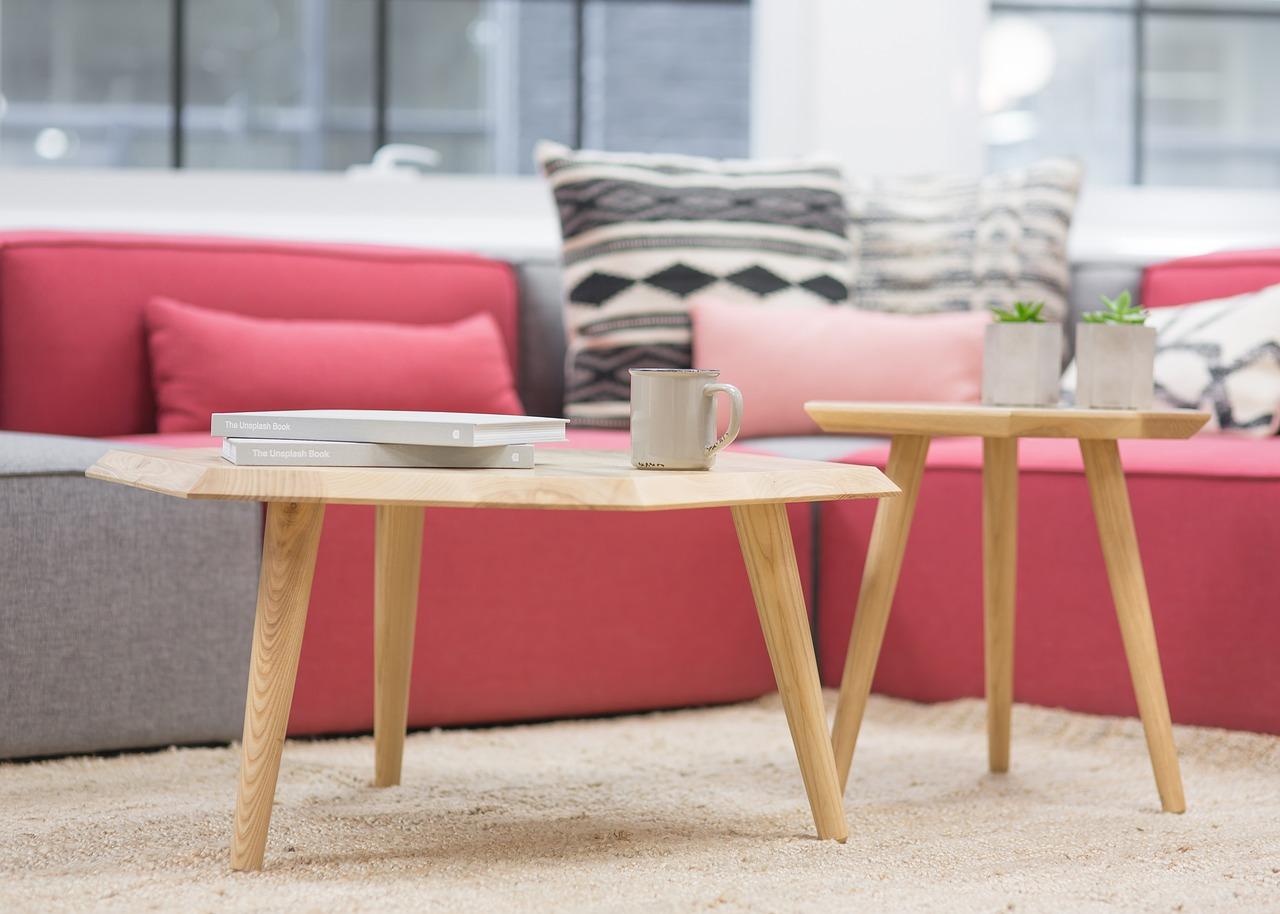 Modna sofa do salonu. Przegląd aktualnych trendów