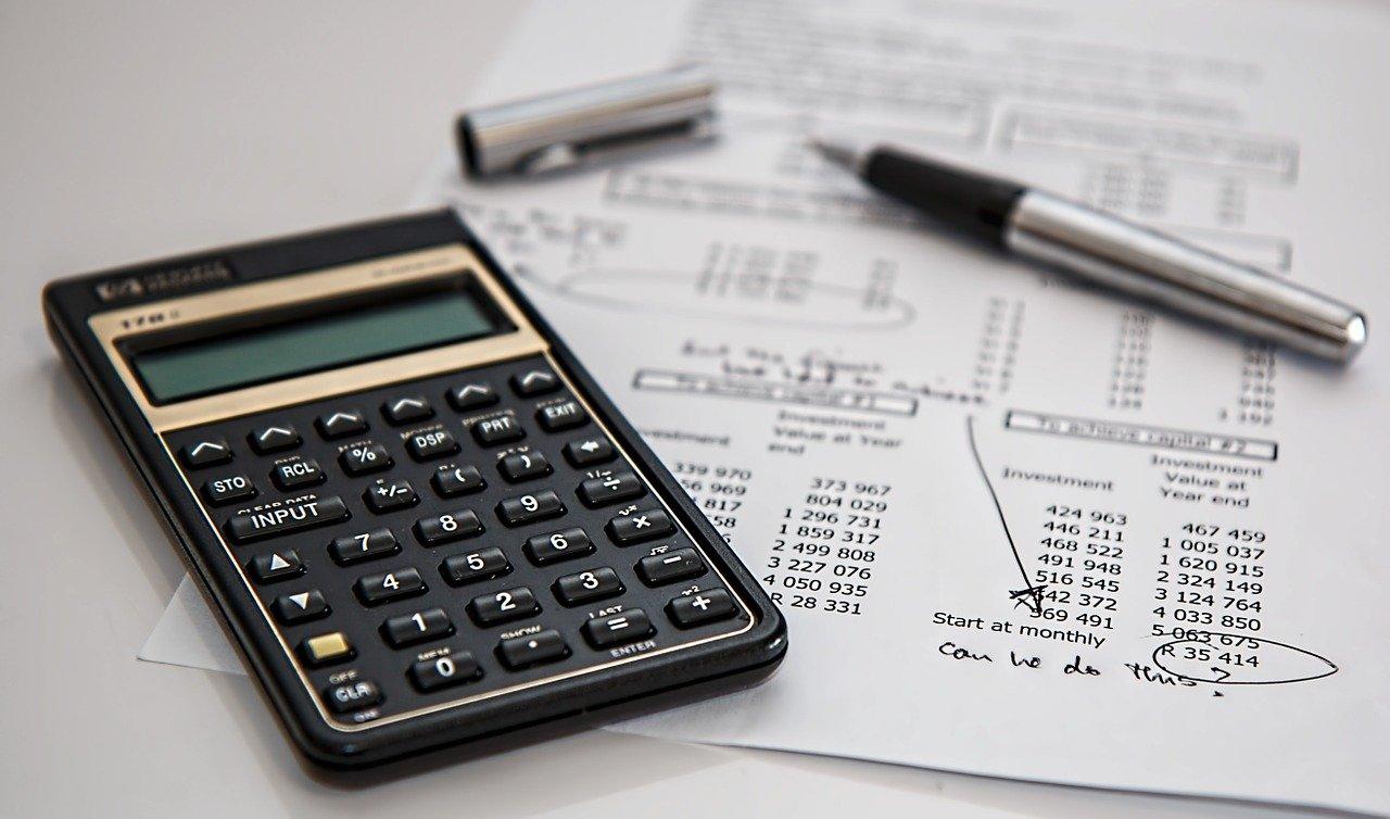 Jak wybrać kalkulator biurowy?